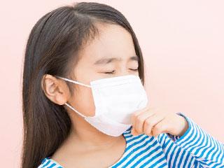マスクをした少女