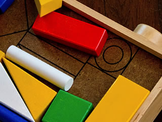 綺麗に整頓された子供部屋の積み木