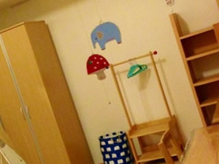 オシャレな家具で統一された子供部屋