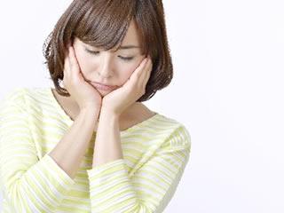 トランス脂肪酸の危険性を知ってショックを受ける女性