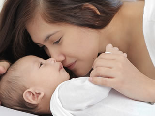 新生児の赤ちゃんがいるので離婚を我慢する妻