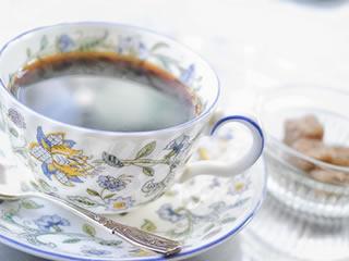 カフェインが含まれている昼食後に飲むコーヒー