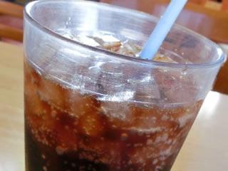 天然甘味料のステビアが含まれているコーラ