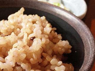 茶碗に盛られた雑穀米