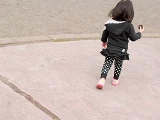 離婚した両親に親権争いをされる子供