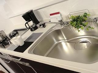 大掃除でピカピカになった家のシステムキッチン