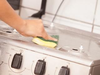 キッチンコンロの油汚れにも強いセスキ炭酸ソーダ水