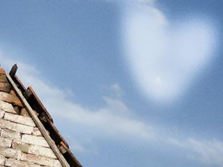 夫婦円満な家庭の空に浮かび上がるハートの雲