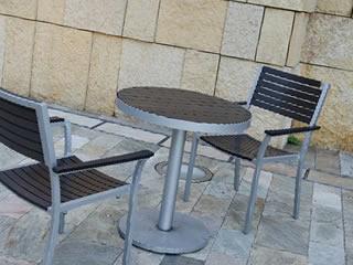 ホームセンターにある待合室のイスとテーブル