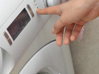 ミョウバン水を洗濯に使うナチュラル志向の主婦