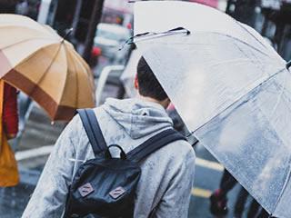 雨降りの日に帰宅したくない夫