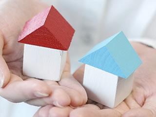 夫婦の別居する新居を表す模型
