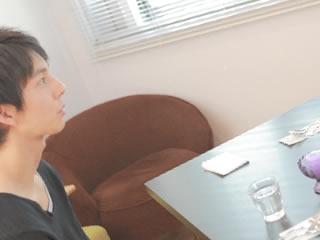 相手を褒め離婚交渉を有利に進める女性