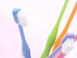 頑固な汚れや狭い場所に便利な歯磨きブラシ
