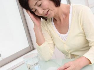熟年離婚を考える夫に悩まされる女性