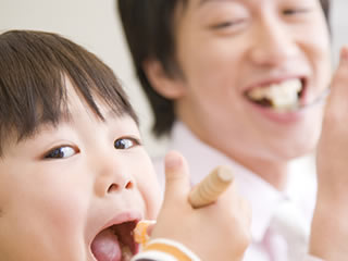 育児や家事にも協力的な愛妻家の男性