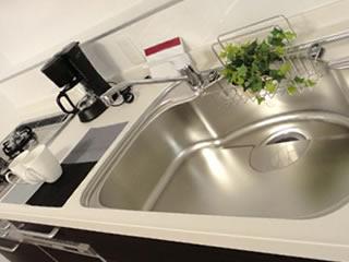 新築のように綺麗に掃除されたキッチン