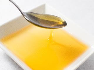 抽出されたカナダ産のキャノーラ油