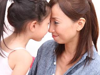 必ず親権を取ると約束する母親