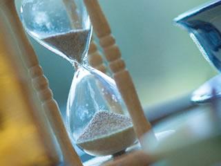 心の不安の経過を示す砂時計
