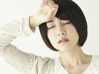 ホルモンバランスが崩れて疲れた女性
