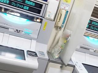 毎月の生活費を引き出すための銀行ATM