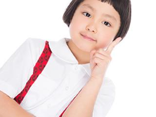 マイナンバーカードの申請を説明する子供