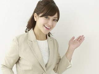 マイナンバーによる利便性の向上を示す女性