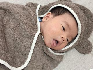 きぐるみを着た赤ちゃん