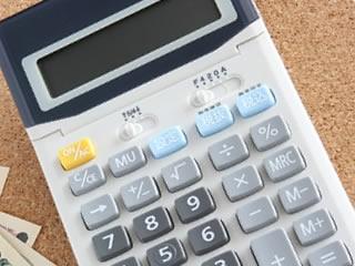 結婚後の生活費の計算に使われる計算機