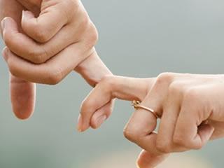 でき婚をして新たな家庭を気づいた幸せな夫婦