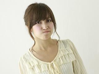 離婚に際する慰謝料の額について不満な女性