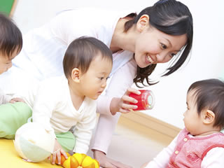 3人の子供を育てる子沢山の家庭