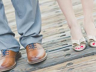 離婚を選択した横に並び立つ夫婦