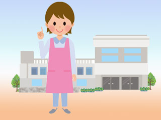 保健所の前に立つ女性