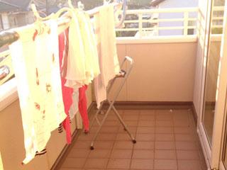 ベランダに干された洗濯物