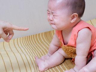 叱られて泣く赤ちゃん