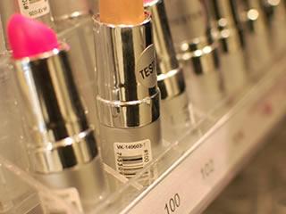 タール色素が使われた色鮮やかな口紅