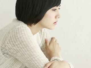 日本の基準の甘さを知り虚ろな表情をする女性