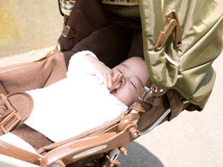 A型ベビーカーに乗る赤ちゃん