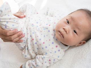 体操する赤ちゃん