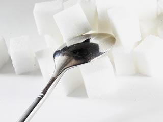糖質オフの積み上げられた角砂糖