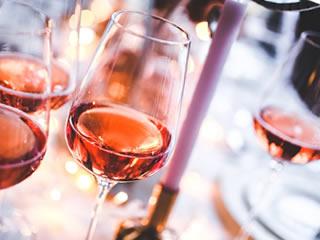 酸化防止剤が添加された赤ワイン