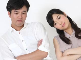 FPのデメリットに悩む新婚夫婦