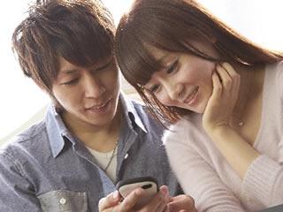誰でも簡単に家計管理ができるアプリをインストールした夫婦