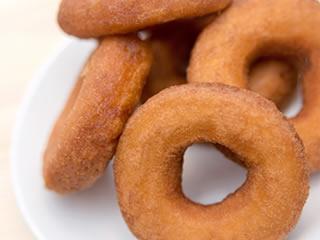 人工甘味料が使用されたドーナッツ
