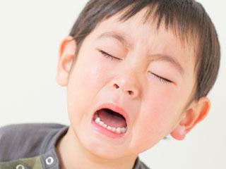 泣き顔の幼児