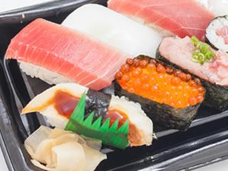 発色剤が使われた輝くお寿司