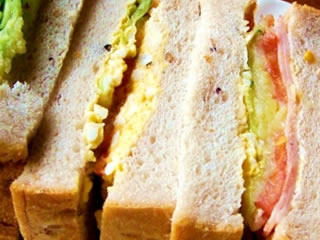 コンビニで販売された豪華なサンドイッチ