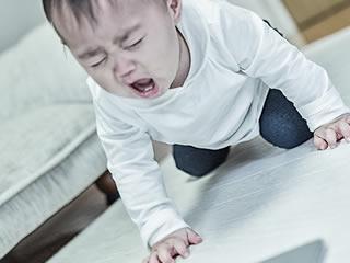 前に進めずついに号泣してしまった赤ちゃん